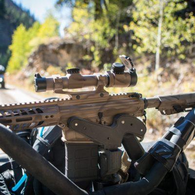 1070 gun rack with ar10 mounted to utility bars of yamaha utv